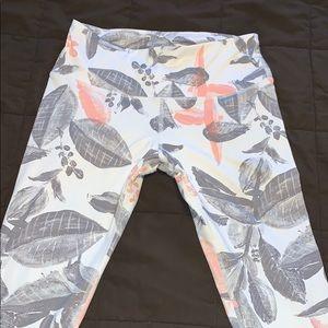Capri length flower print leggings
